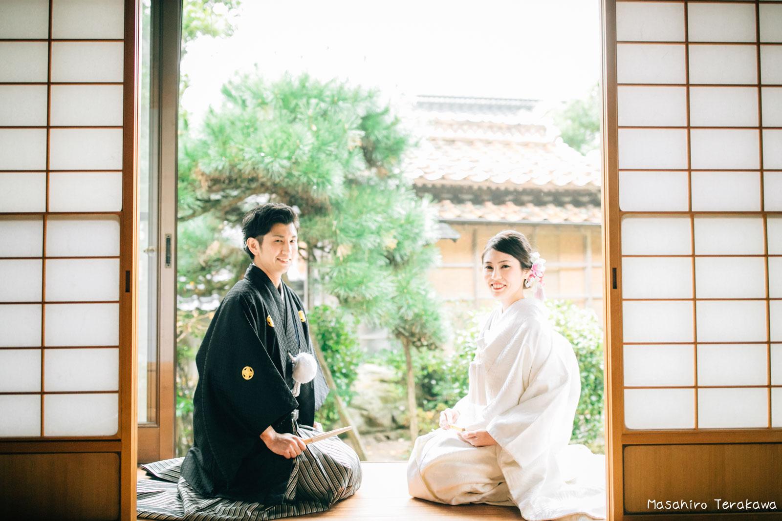 ご自宅(ご実家)で結婚式の和装前撮り(白無垢・綿帽子)2