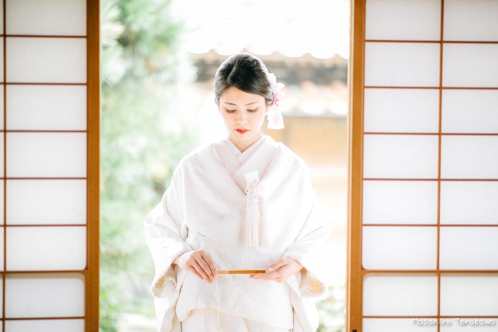 ご自宅(ご実家)で結婚式の和装前撮り(白無垢・綿帽子)4
