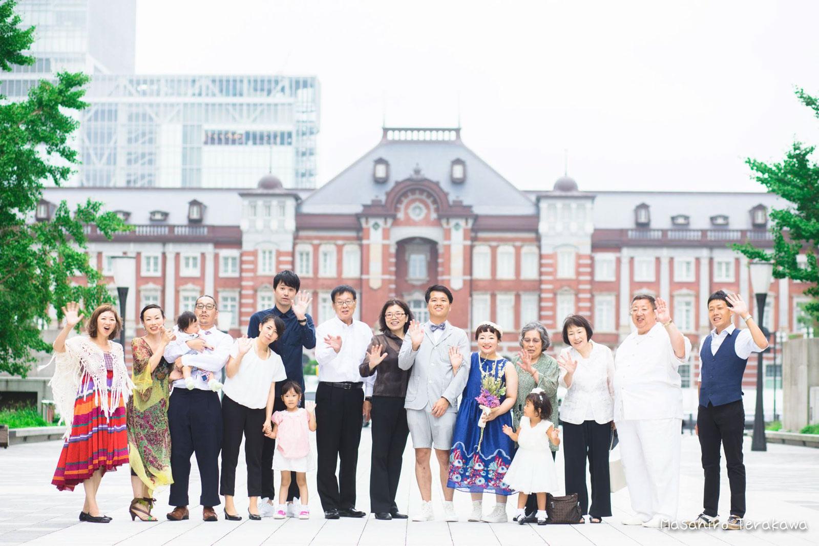 東京駅で丸ノ内中央口で結婚写真の撮影1